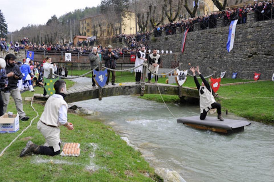 Il 5 e 6 aprile a Tredozio la Pasqua si festeggia con la Sagra e il Palio dell'Uovo