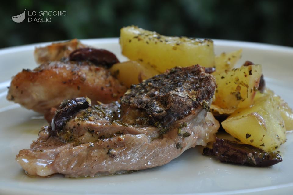 Ben noto Ricetta - Agnello al forno con patate e olive - Le ricette dello  FV91