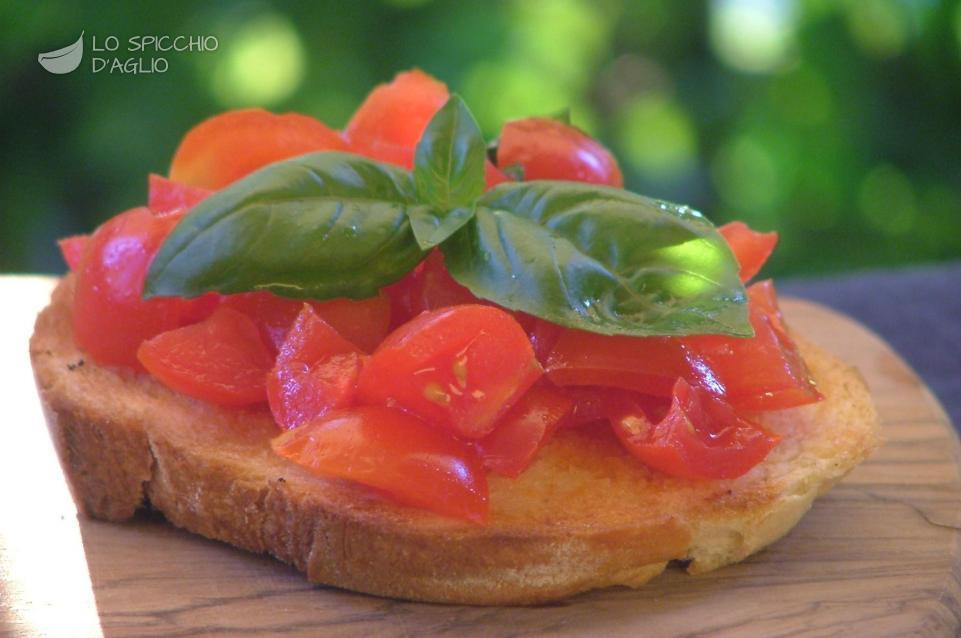 Bruschetta con dadolata di pomodori