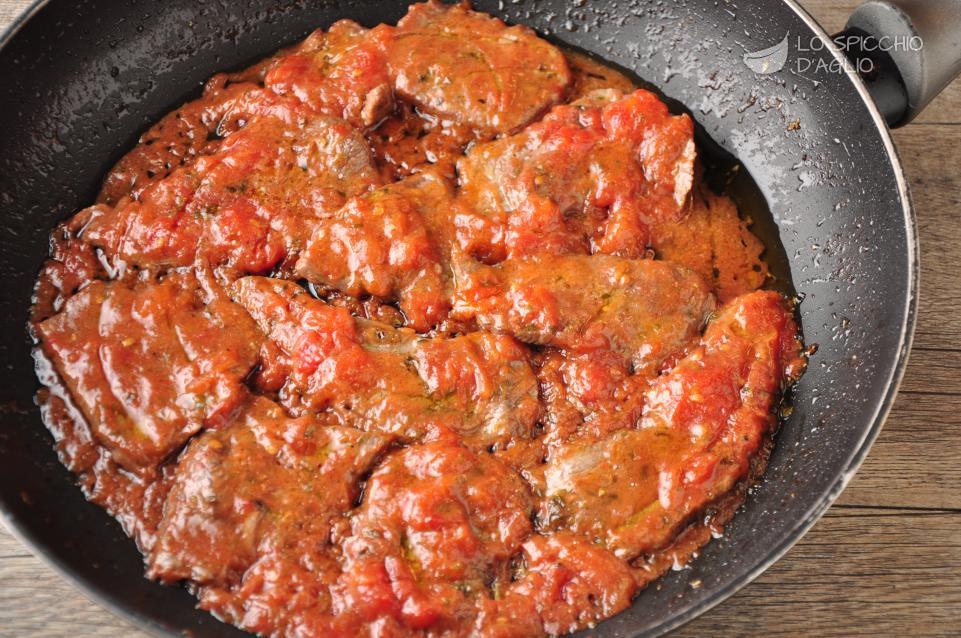 Ricetta carne alla pizzaiola le ricette dello spicchio for Cucina italiana ricette carne