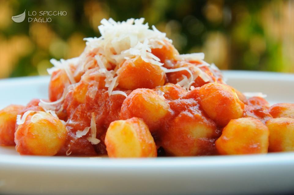 Ricetta Gnocchi Di Patate Con Sugo.Ricetta Gnocchi Al Pomodoro Le Ricette Dello Spicchio D Aglio