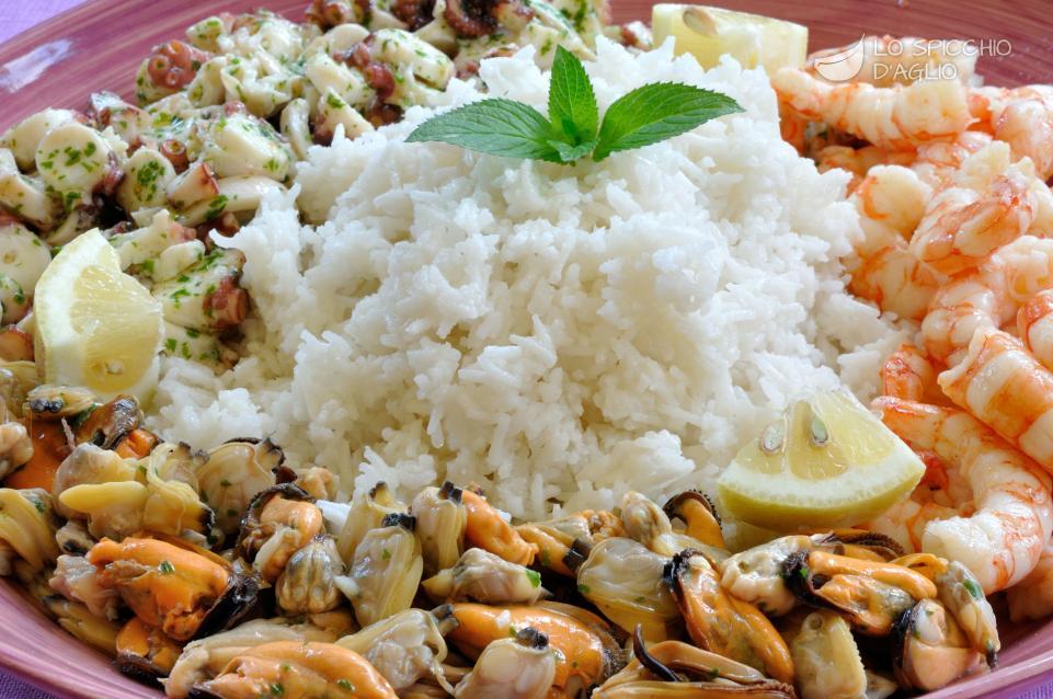 Ricetta insalata riso e mare le ricette dello spicchio for Cucina primi piatti di pesce