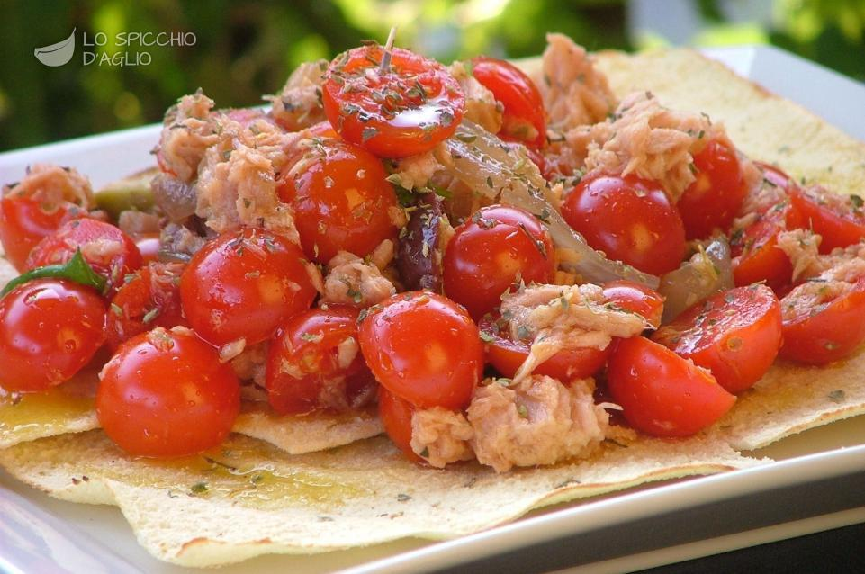 Pan di pizza Carasau al tonno