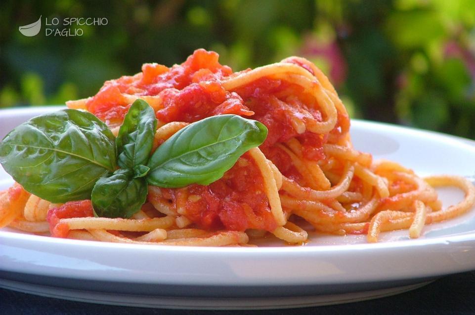 Ricetta pasta con pomodoro all 39 aglio le ricette dello for Ricette culinarie