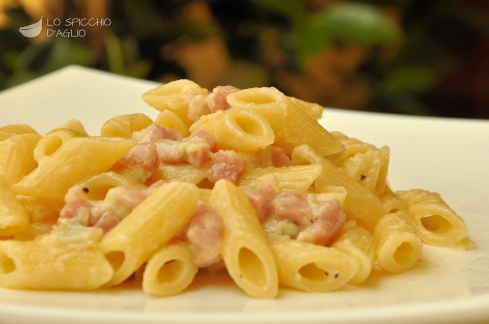 Ricetta pasta praga e gorgonzola le ricette dello for Ricette primi piatti di carne