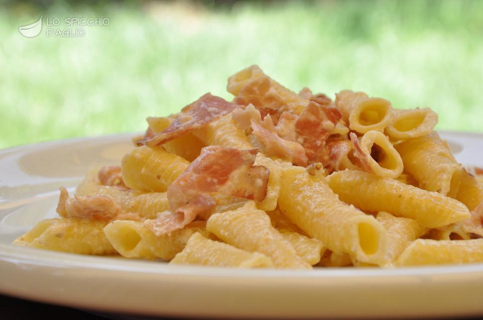 Ricetta pasta panna mandorle