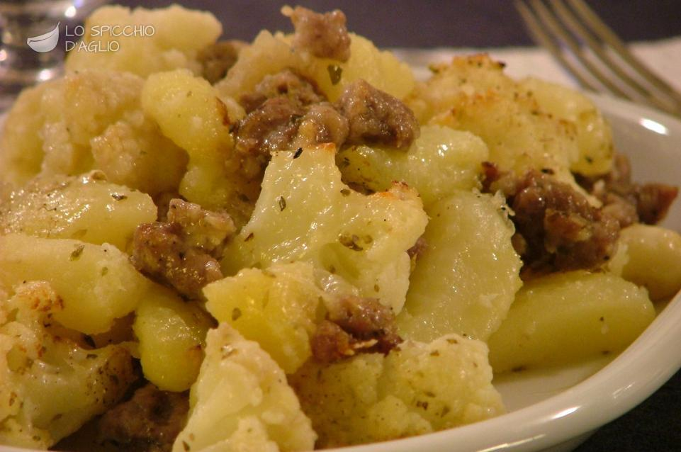 Patate e cavolfiore alla salsiccia