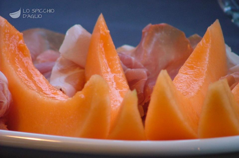 Super Ricetta - Prosciutto e melone - Le ricette dello spicchio d'aglio DT55
