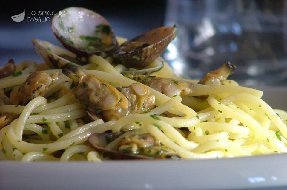 Ricetta spaghetti alle vongole le ricette dello for Spaghetti ricette