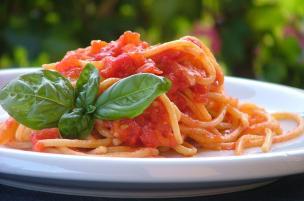 Pasta con pomodoro all'aglio