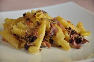 Pasta al forno speck, radicchio e fontina