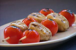 Spiedini di funghi e pomodorini