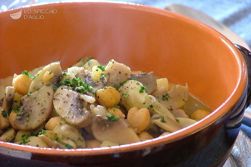 Zuppa funghi, patate e ceci